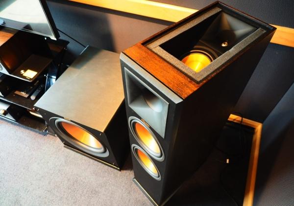 Демонстрация акустики Klipsch для Atmos в шоу-руме Dolby Burbank One