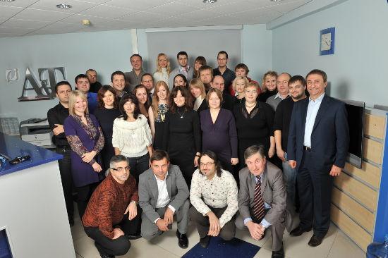 Президент компании A&T trade Веренов Юрий Валентинович с сотрудниками