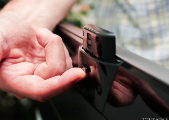 Выдвижная камера с ручным управлением у телевизора LG LA8600