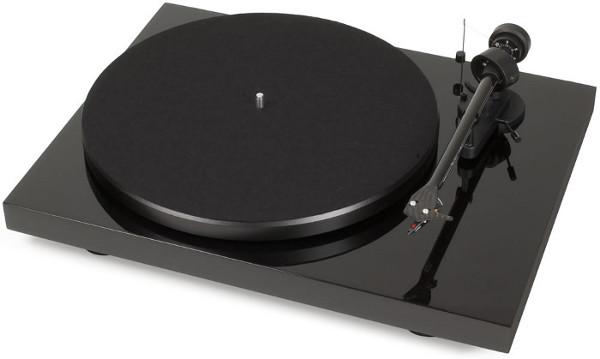 Проигрыватель виниловых дисков Pro-Ject Debut Carbon