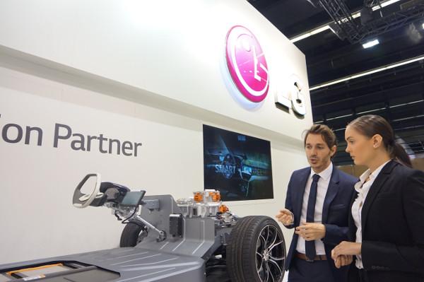 Компания LG представила OLED-технологии нового поколения на автосалоне во Франкфурте 2017