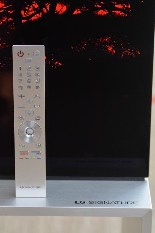 Телевизор LG SIGNATURE 88'' 8K OLED (OLED88ZX9LA), пульт управления