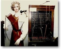Телефонистки 1880-х годов, с наушниками весов в 4,5 кг