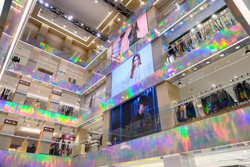 LED дисплеи для внутреннего использования LG LSBA025-GD в ЦУМе