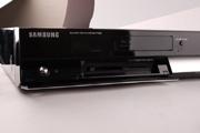 передняя панель Samsung BD – P1000 откидывается